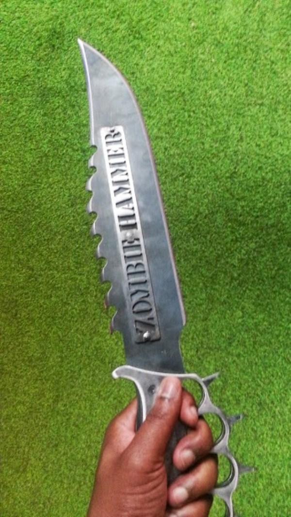 μαχαίρια σφυρί ζόμπι 7 Zombie Μαχαίρια Επιβίωσης (9 φωτογραφίες)