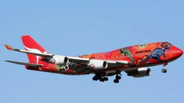 18-airplanes_with_awesome_paint_jobs