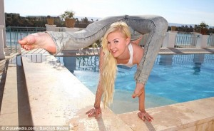 The World's Most Flexible Woman (17 photos) 9