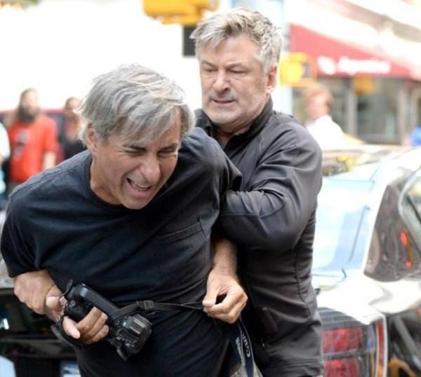 Alec Baldwin vs paparazzo (5)