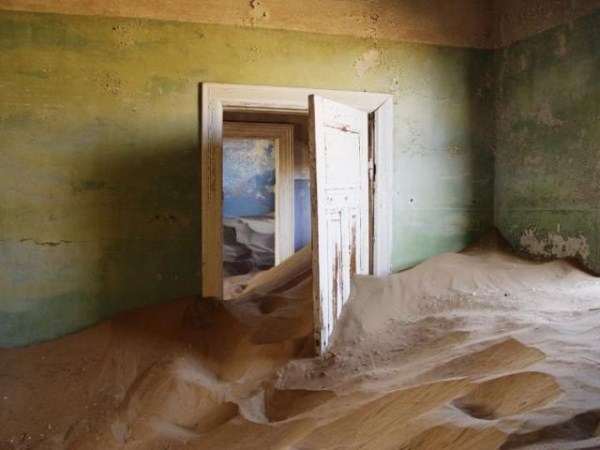 a_selection_of_eerie_reallife_ghost_towns_worldwide_640_12