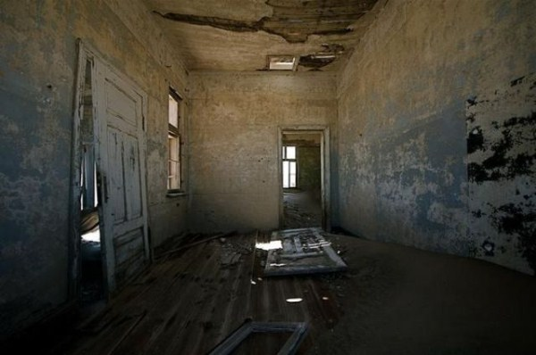 a_selection_of_eerie_reallife_ghost_towns_worldwide_640_20