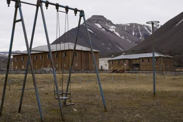 a_selection_of_eerie_reallife_ghost_towns_worldwide_640_33