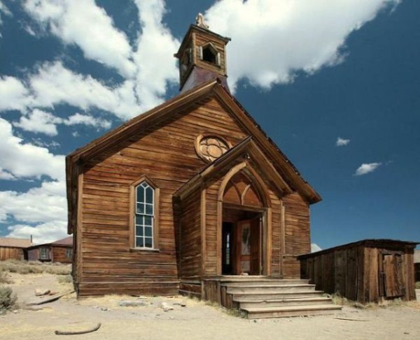 a_selection_of_eerie_reallife_ghost_towns_worldwide_640_73