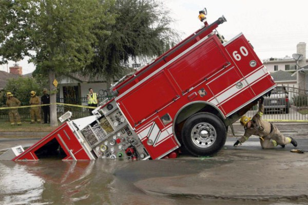 an_impressive_assortment_of_sinkhole_pictures_640_01