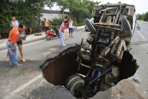 an_impressive_assortment_of_sinkhole_pictures_640_19