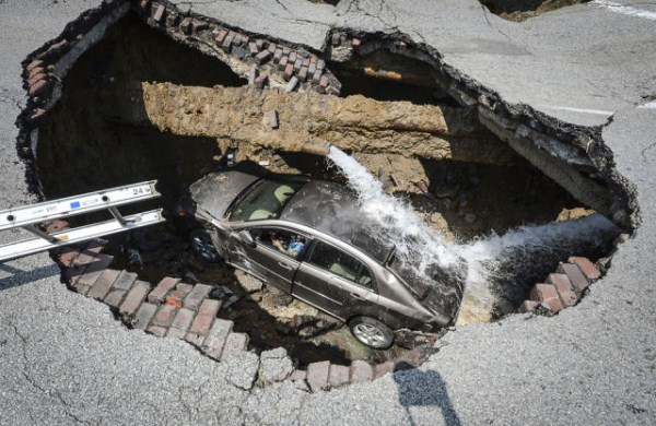 an_impressive_assortment_of_sinkhole_pictures_640_21
