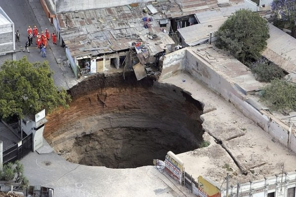 Incredible Sinkholes Around the World (65 photos) 20