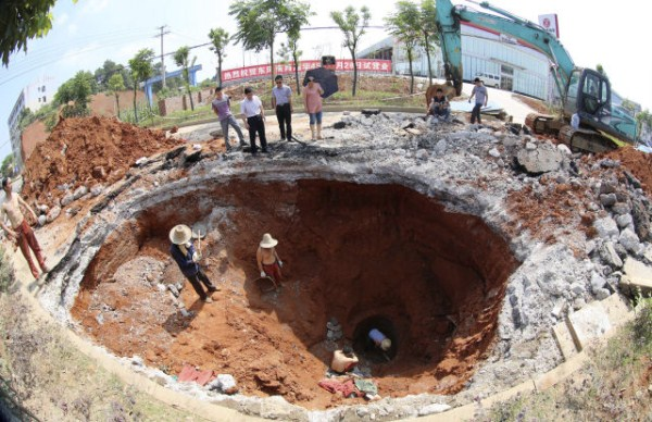 an_impressive_assortment_of_sinkhole_pictures_640_25