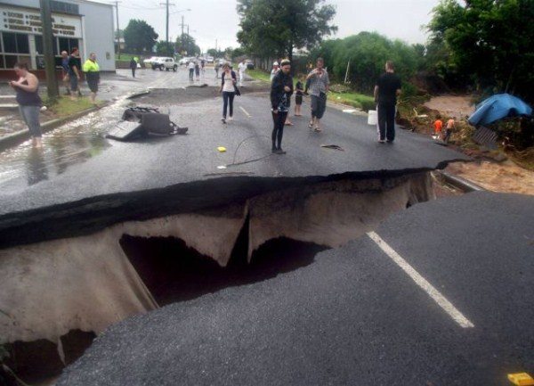 an_impressive_assortment_of_sinkhole_pictures_640_26