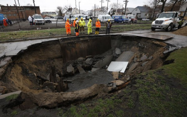 an_impressive_assortment_of_sinkhole_pictures_640_27