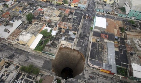 an_impressive_assortment_of_sinkhole_pictures_640_38