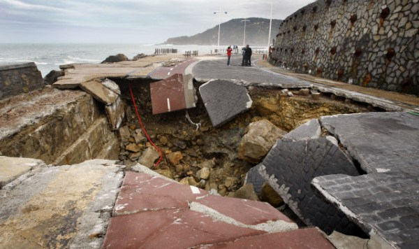 an_impressive_assortment_of_sinkhole_pictures_640_39