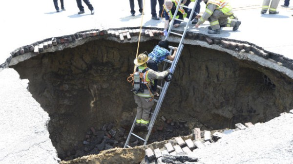 an_impressive_assortment_of_sinkhole_pictures_640_44