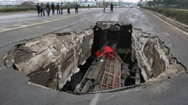 an_impressive_assortment_of_sinkhole_pictures_640_45