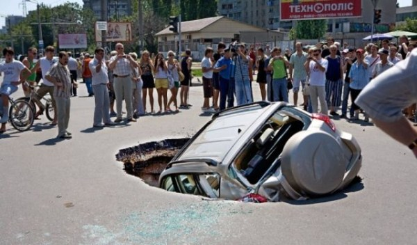 an_impressive_assortment_of_sinkhole_pictures_640_57