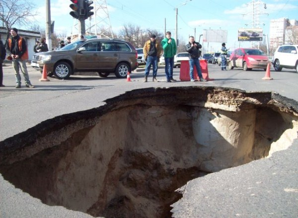 an_impressive_assortment_of_sinkhole_pictures_640_58