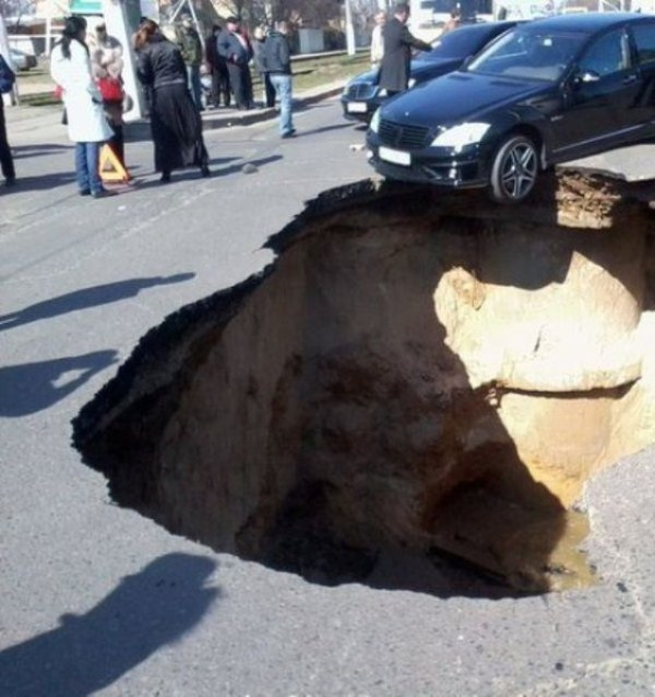 an_impressive_assortment_of_sinkhole_pictures_640_68