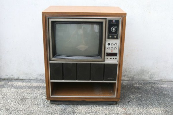 fish-tank-made-out-of-an-old-tv-1