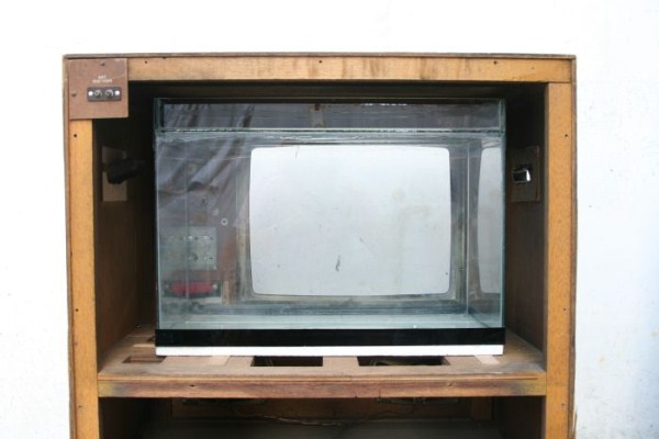 fish-tank-made-out-of-an-old-tv-13
