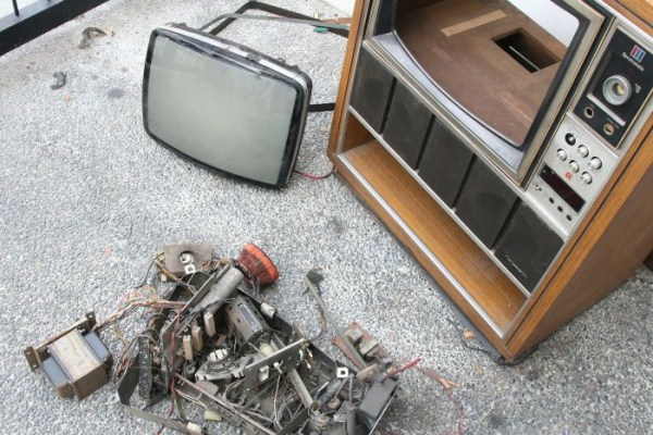 fish-tank-made-out-of-an-old-tv-4