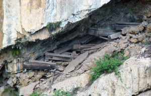 Mysterious Hanging Coffins in China (17 photos) 12