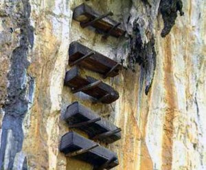 Mysterious Hanging Coffins in China (17 photos) 15