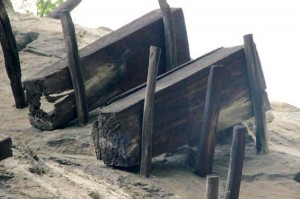 Mysterious Hanging Coffins in China (17 photos) 3