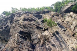 Mysterious Hanging Coffins in China (17 photos) 6