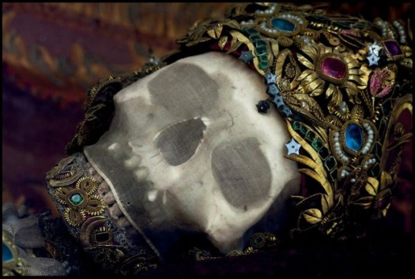 jewel-encrusted-skeletons-10