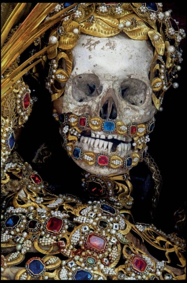 Skeletons Covered in Jewels (13 photos) 9