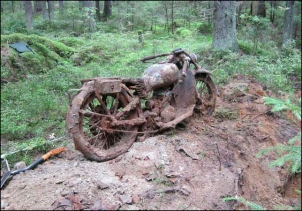 ww2 motorcycle in forest (6)