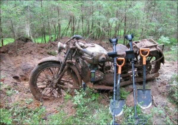 ww2 motorcycle in forest (7)