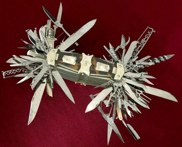 The Mother Of All Swiss Army Knives (7 photos) 1