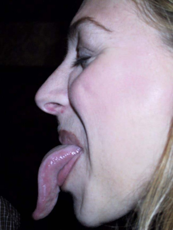 Women with long tongues (1)