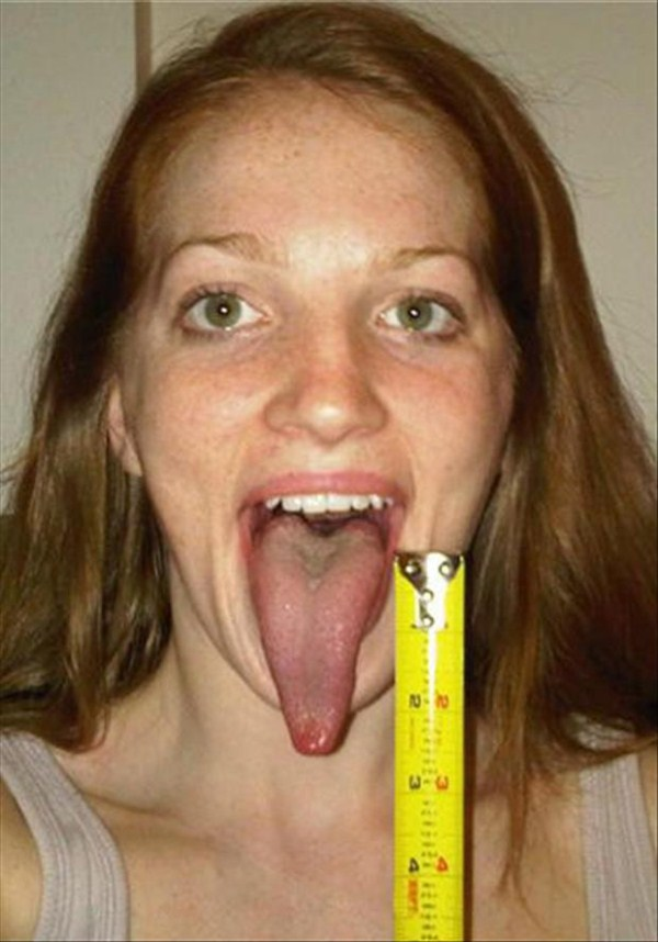 Women with long tongues (24)