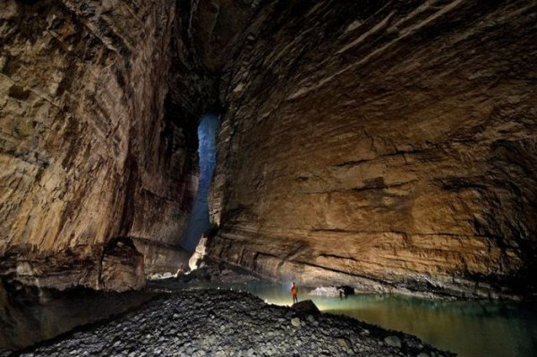 explorers_uncover_an_entire_world_inside_a_cave_06_1