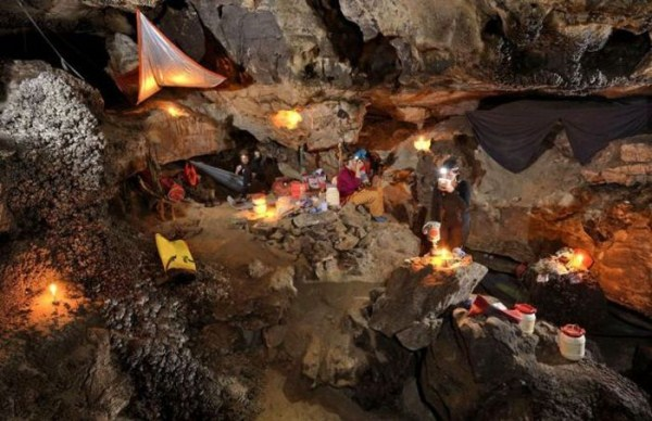 explorers_uncover_an_entire_world_inside_a_cave_07_1