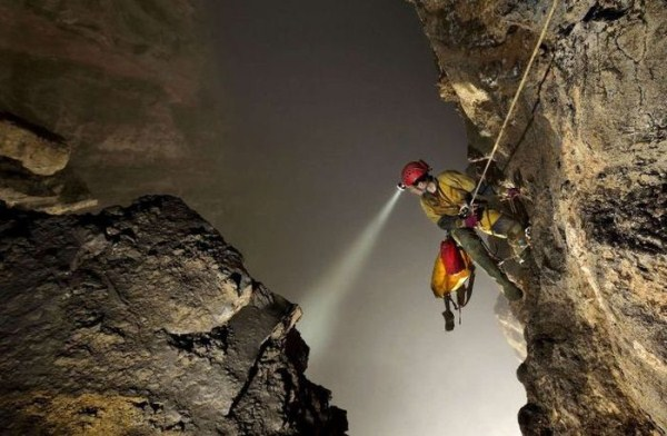 explorers_uncover_an_entire_world_inside_a_cave_11_1