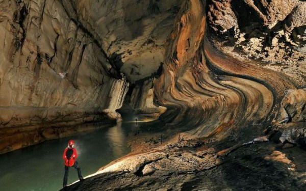 explorers_uncover_an_entire_world_inside_a_cave_13_1
