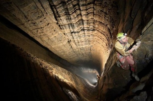 explorers_uncover_an_entire_world_inside_a_cave_18_1