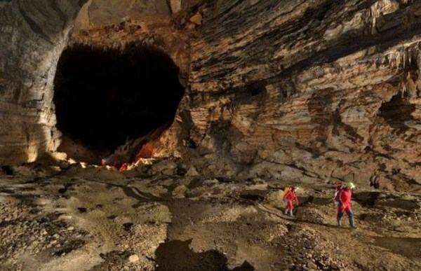 explorers_uncover_an_entire_world_inside_a_cave_23_1