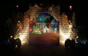 Creative Halloween House Decorations (41 photos) 1