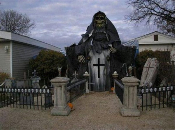 halloween-house-decorations (14)
