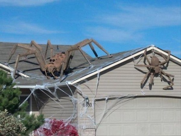 Creative Halloween House Decorations (41 photos) 37