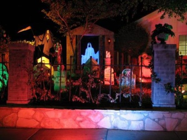 halloween-house-decorations (38)
