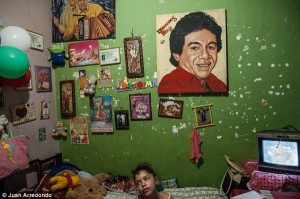 Life on the Streets of Pablo Escobar's Hometown (29 photos) 11