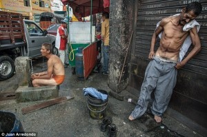 Life on the Streets of Pablo Escobar's Hometown (29 photos) 15