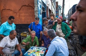 Life on the Streets of Pablo Escobar's Hometown (29 photos) 5