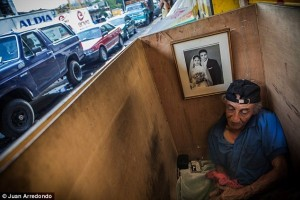 Life on the Streets of Pablo Escobar's Hometown (29 photos) 6